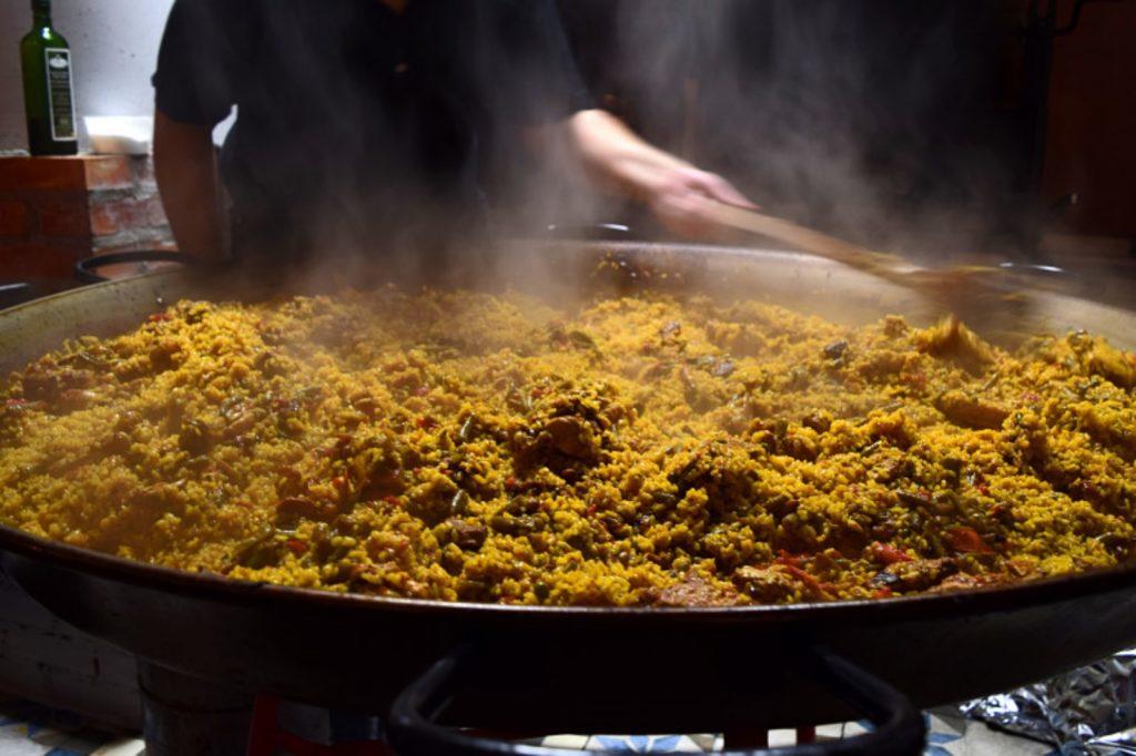 La paella valenciana, un asunto muy serio en Valencia.