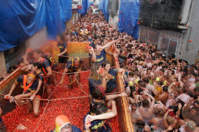 Tomatina Buñol. Fiesta tomates Valencia