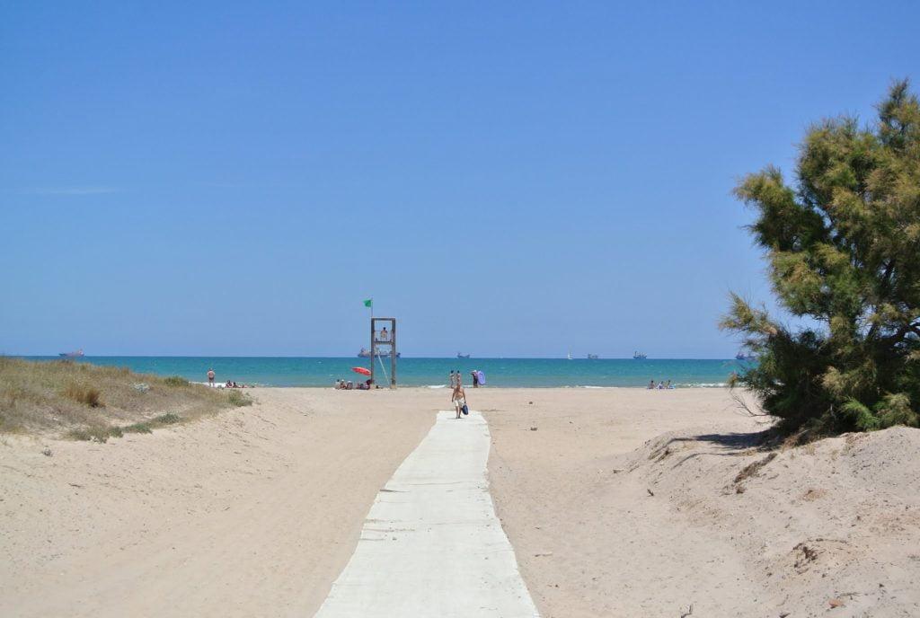 Además de la mejor paella, en Pinedo disfrutarás de varias playas.